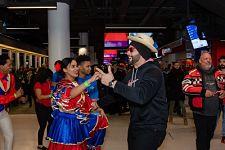 HAY CHICHI: Merengue Dominicano toma por asalto a fans de los equipos de hockey en Montreal en el Bell Center