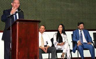 Leonel escucha inquietudes de empresarios de Santo Domingo Este