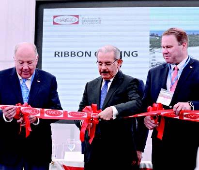 Presidente inaugura una fábrica de manufactura en SDE