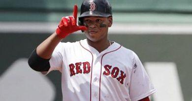 Boston aprovecha rally para vencer a Oakland; Devers anota dos carreras