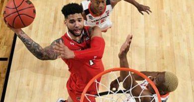 Ni el mejor partido de la temporada para Brandone Francis evitó el revés de Texas Tech ante Virginia