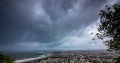 El ciclón más potente que azota la India en los últimos 43 años deja al menos tres muertos
