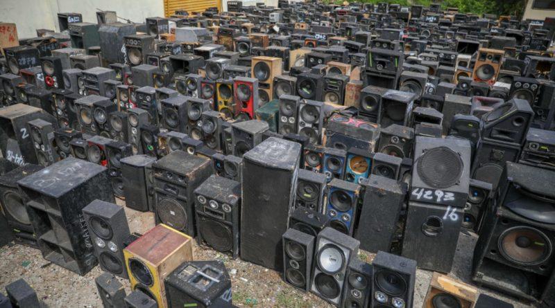 Jean Rodríguez encabeza destrucción de más de 6,700 mil equipos decomisados por contaminación sónica