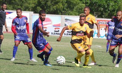 Liga Dominicana de fútbol se pone al rojo vivo