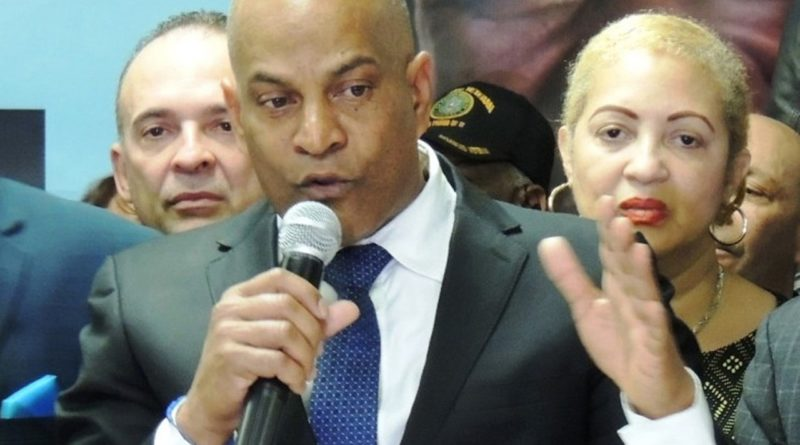 Ex presidente del PRM en NY critica pasividad de oposición y pide movilizaciones populares contra el Gobierno