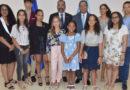 Ministro de Educación exhorta a estudiantes meritorios que residen en España, enfocarse en sus objetivos de vida