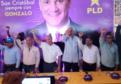 Gonzalo Castillo se reúne en San Cristóbal con dirigentes políticos y empresarios