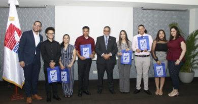 INPOSDOM agasaja a estudiantes meritorios de Nueva York descendientes de padres dominicanos