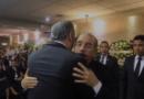 Abinader acude a funeraria a dar pésame a Danilo Medina por muerte de su padre