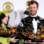 Billie Eilish, histórica en los Grammy; Rosalía debuta entre aplausos