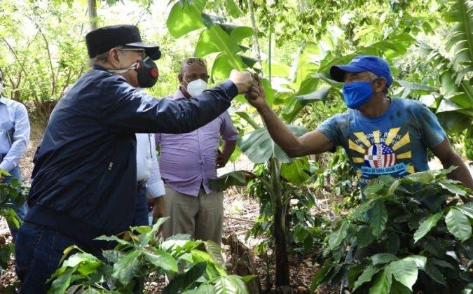 Danilo Medina visita proyectos agroforestales