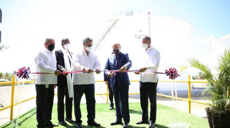 Presidente Medina encabeza puesta en funcionamiento nuevos tanques de almacenamiento Refidomsa