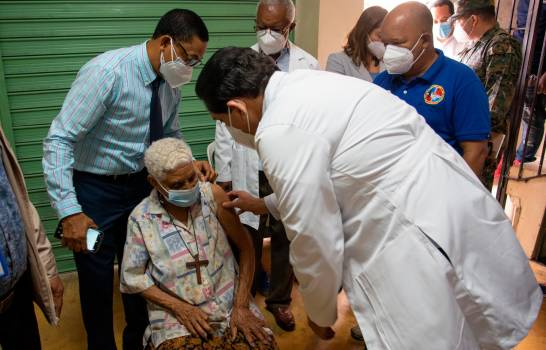 Meta del Gobierno es aplicar 40 mil dosis de vacunas anticovid diarias #SDQPeriodicodominicano
