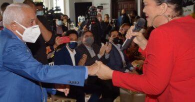 Rafael Solano recibe un agasajo por sus 90 años #SDQPeriodicodominicano